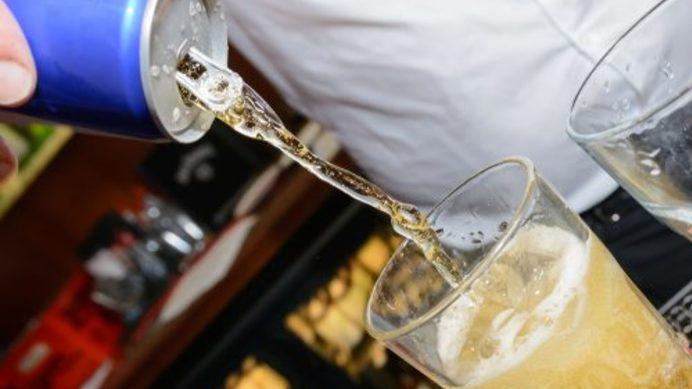 Medium combinar bebidas energeticas con alcohol incrementa el riesgo de lesiones 500x334
