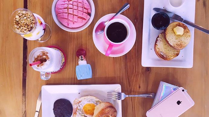 Medium la mora rosa cafeteria monterrey